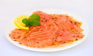 saumon mariné à la menthe